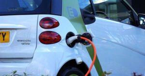 איך להתקין קו חשמל לטעינת רכב חשמלי